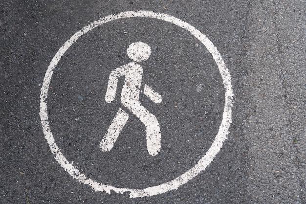 Apenas para pedestres, sinal de estrada pintado no asfalto