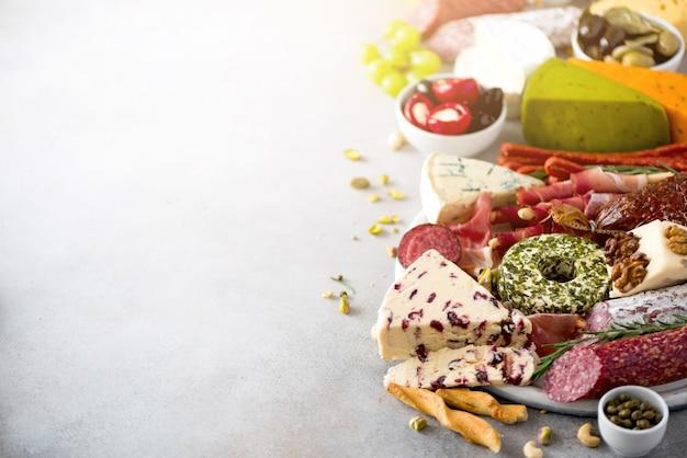 Aperitivo de queijo e carne