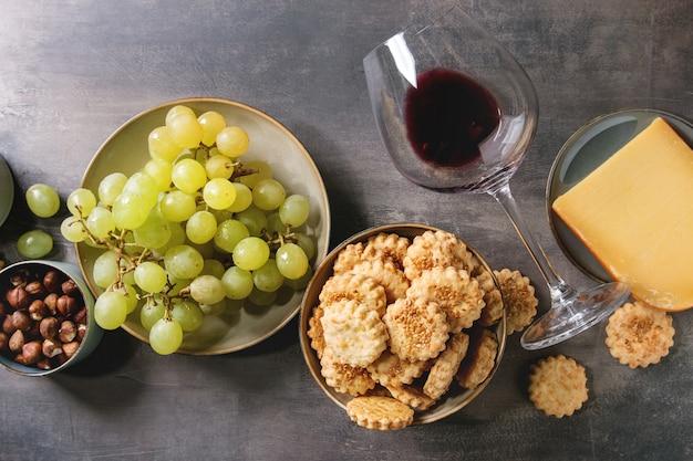 Aperitivo de queijo e uvas