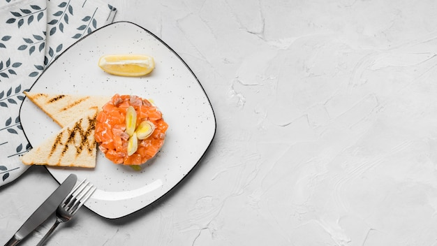 Aperitivo de salmão delicioso plana leigos