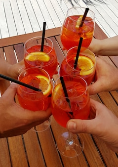 Aperitivos com delicioso cocktail