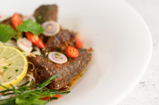 Aperitivos com sardinha picante