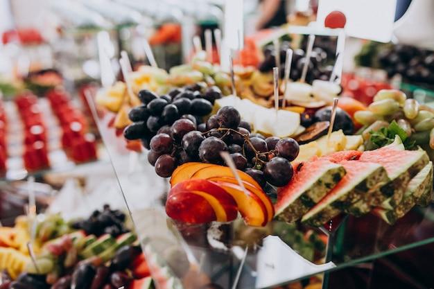 Aperitivos doces, frutas e sobremesas