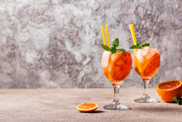 Aperol spritz, coquetel italiano com laranja