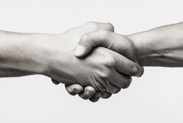 Aperto de mão, amizade de braços. aperto de mão amigável, amigos