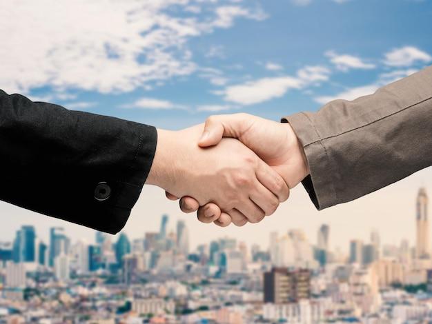 Aperto de mão para o conceito de parceria de negócios