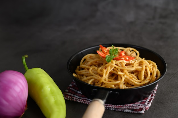 Apetitoso macarrão italiano de espaguete com molho de tomate
