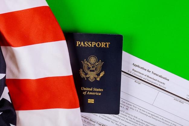 Aplicação de formulário, passaporte e bandeira dos eua