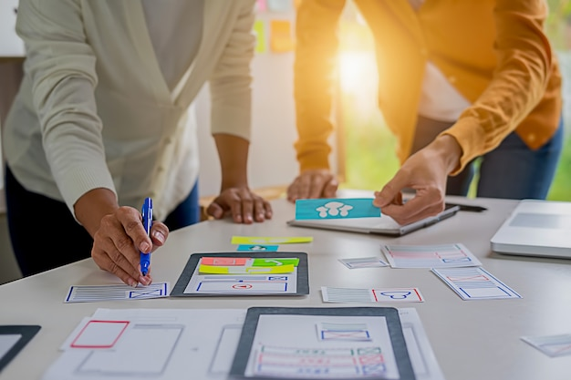 Aplicação de planejamento creative web designer e desenvolvimento de layout de modelo.