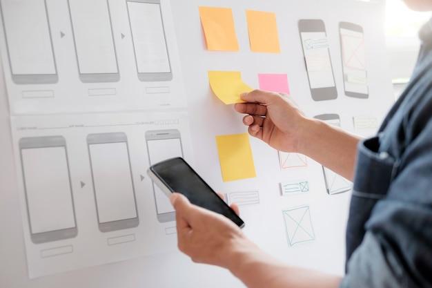 Aplicação de planejamento de web designer para celular.