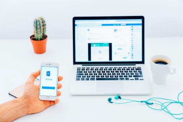 Aplicação de tecnologia, mão e perspectivas Foto gratuita
