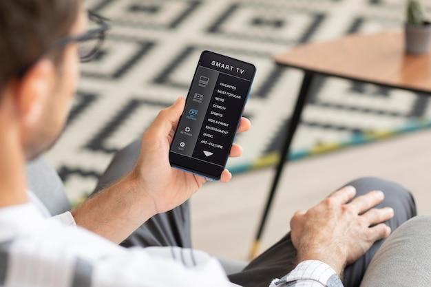 Aplicativo de casa inteligente em um telefone