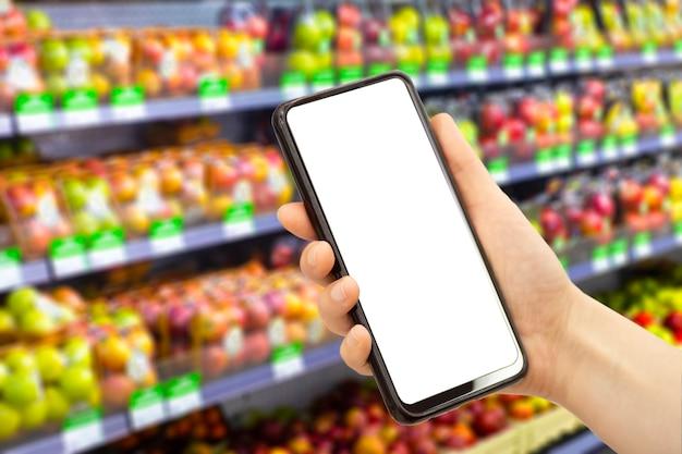 Aplicativo de entrega de supermercado online em um telefone celular. serviço de mercado de alimentos em smartphone. carrinho de compras. tela em branco vazia.