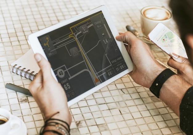 Aplicativo de navegação em um tablet
