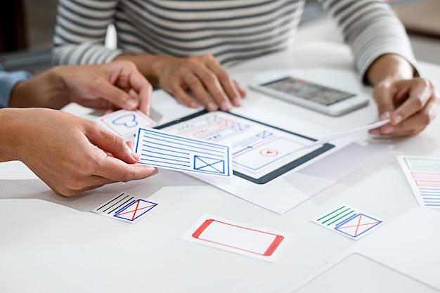 Aplicativo de planejamento do creative web designer e desenvolvimento de layout de modelo,