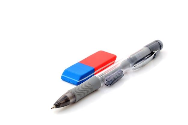 Apontador de caneta e borracha em branco