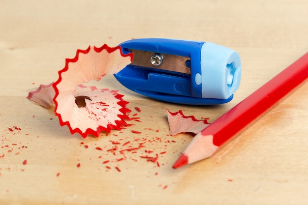 Apontador e lápis