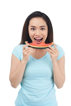 Apreciando a deliciosa melancia