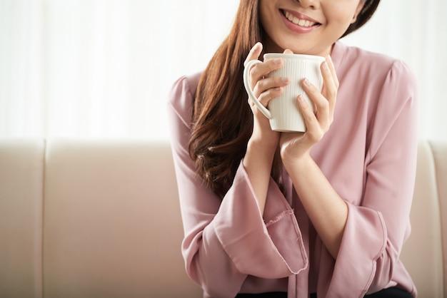 Apreciando café fresco