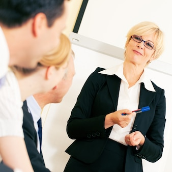 Apresentação de negócios em reunião