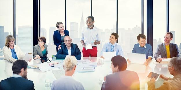 Apresentação de reunião corporativa de pessoas de negócios