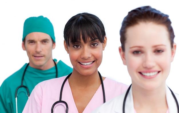Apresentação de uma equipe médica multi-étnica