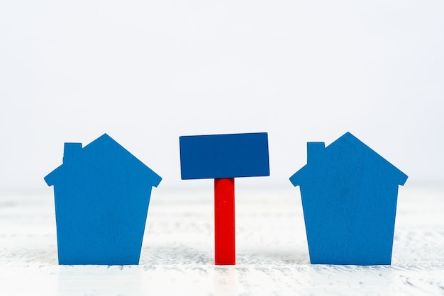 Apresentando negócios imobiliários, criando melhor vizinhança, avaliando propriedade, casa residencial alugada, construindo casa forte, planejando futuro familiar