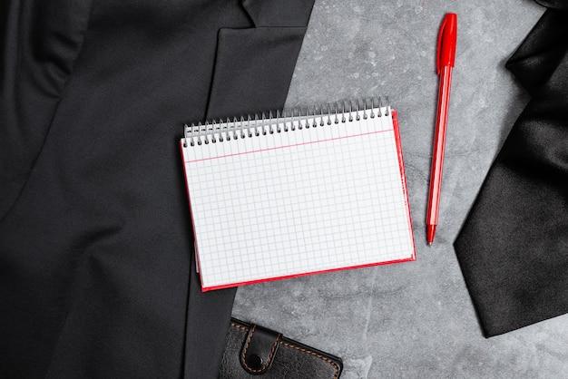 Apresentando novos designs de trajes de trabalho adequados, exibindo roupas formais de escritório, escrevendo notas importantes, roupa de repórter abstrata, medindo roupas Foto Premium