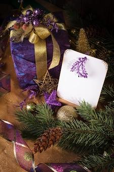Apresente saudações de feliz natal e feliz ano novo