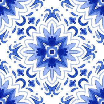 Aquarela azul padrão sem emenda de damasco, ornamento de ladrilhos