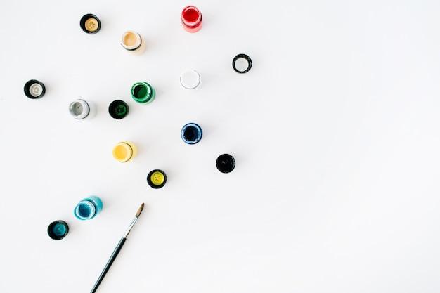 Aquarela e pincel em branco Foto Premium