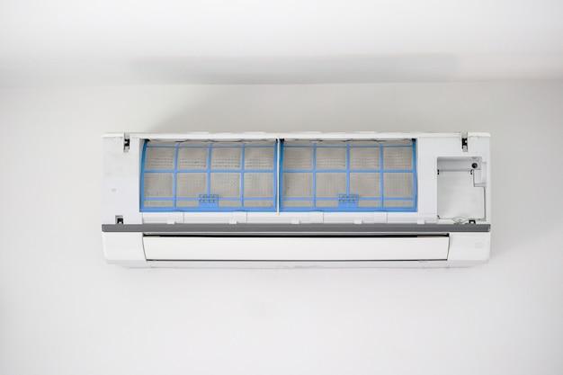 Ar condicionado com filtro sujo close up