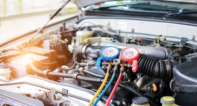 Ar condicionado do carro, verificar o serviço de detecção de vazamento, encher refrigerante