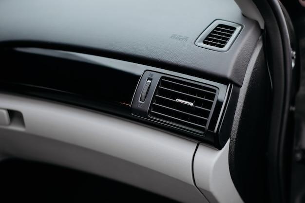 Ar ventilação ar condicionado próximo ao painel da grade