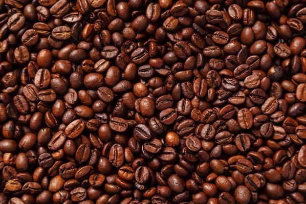 Árabe café torrado. grãos de café marrons para textura.