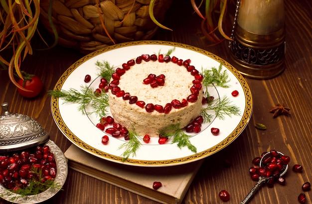 Árabe oriental, húmus de comida turca com sementes de romã.