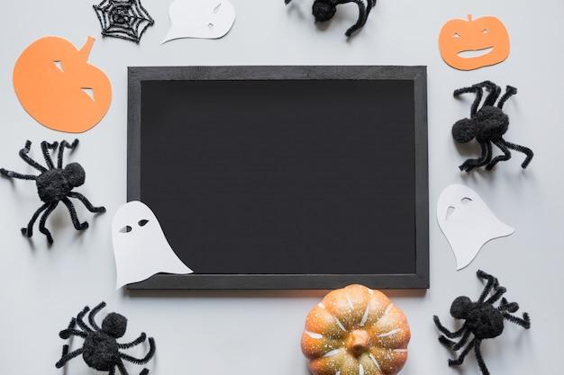 Aranhas em branco e pretas vazias de halloween