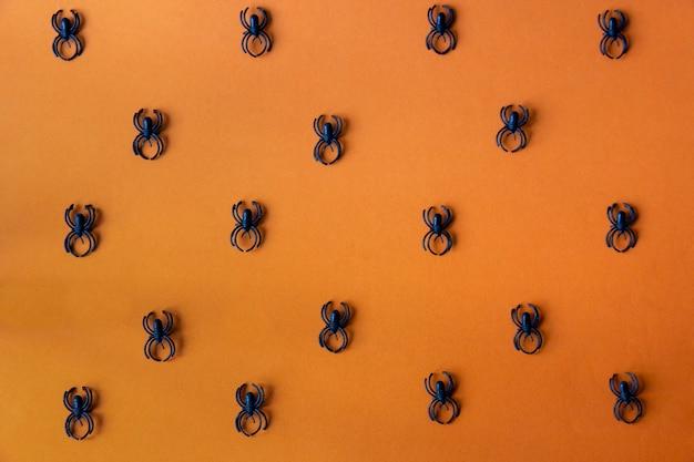 Aranhas negras no fundo laranja