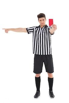 Árbitro de popa mostrando cartão vermelho