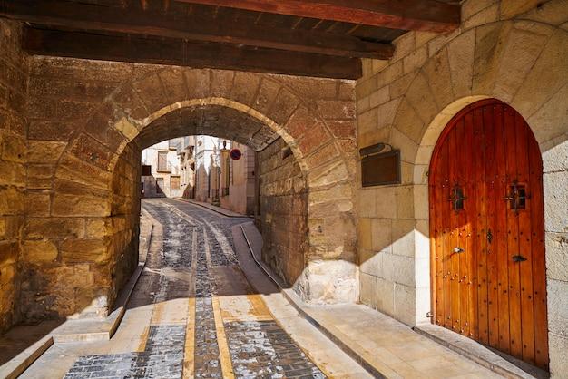 Arco da aldeia de mora de rubielos em teruel espanha