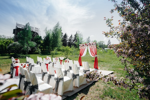 Arco de casamento decorado moderno, para cerimônia de casamento. decoração, casamento.