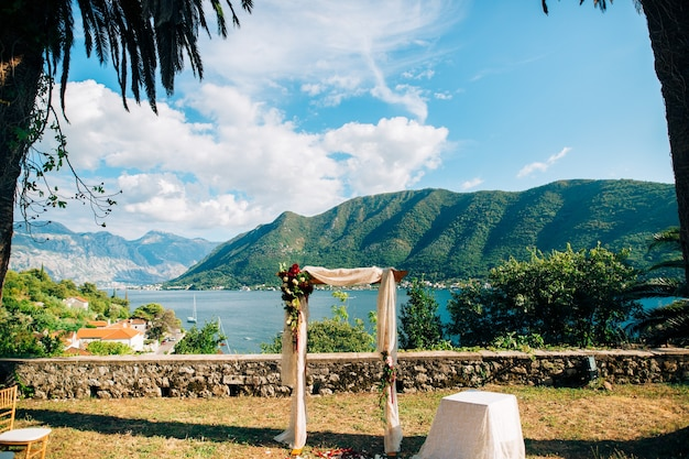 Arco de casamento na praia arco de madeira para a cerimônia de casamento
