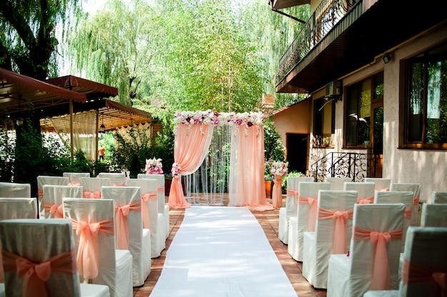 Arco de casamento rosa