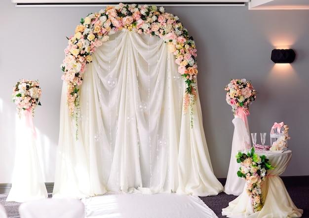 Arco de cerimônia de casamento.