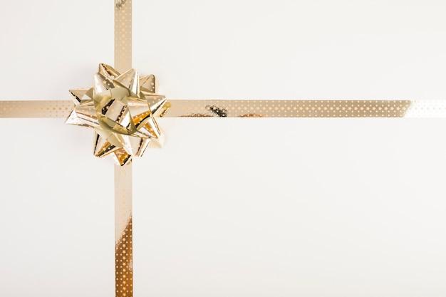 Arco de ouro com fita