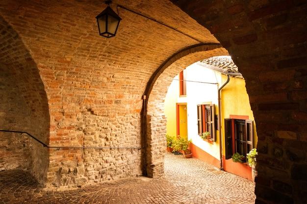 Arco de rua na vila velha