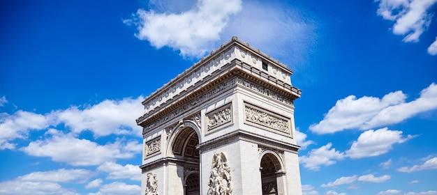 Arco do triunfo na champs elysees em paris, na frança