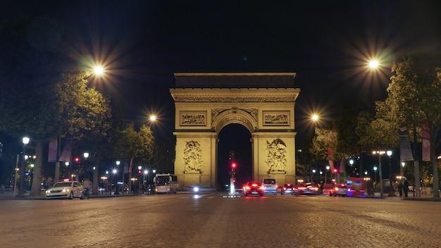 Arco do triunfo, paris iluminado à noite