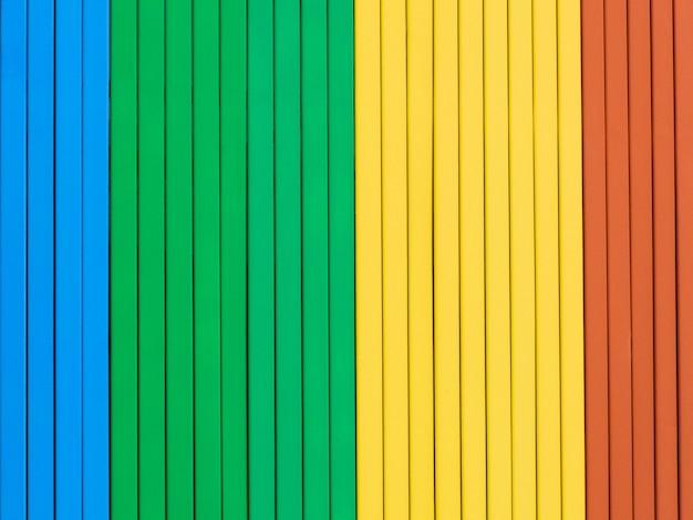 Arco-íris colorido fundo de madeira