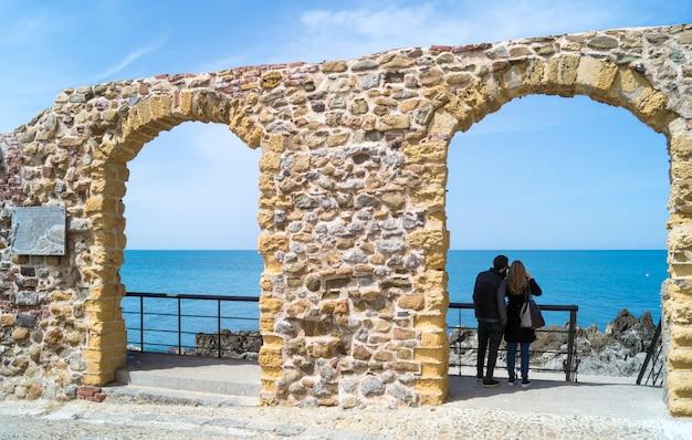 Arcos antigos com bela vista no cefal